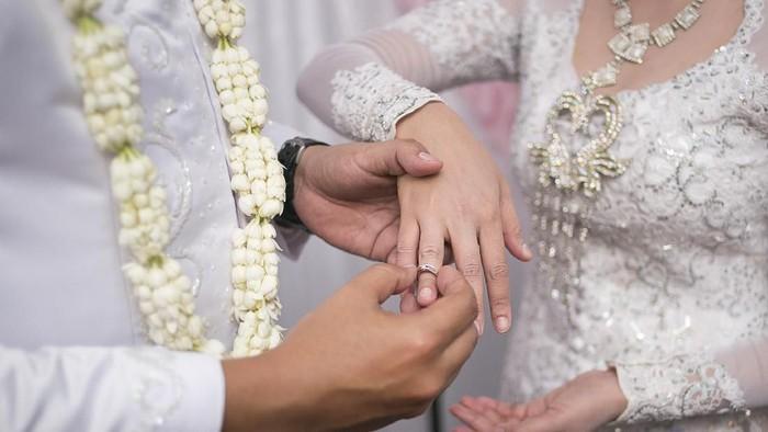 Ilustrasi pasangan menikah. Foto: Getty Images/iStockphoto/ridzky setiaji