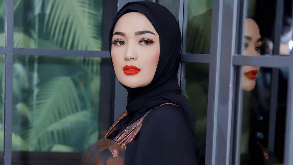 Imel Putri Blak-blakan dengan Zaskia Gotik soal Sirajuddin Mahmud