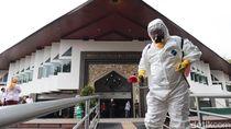 Cegah Corona, Masjid Al-Ukhuwah Bandung Disemprot Disinfektan