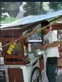 Jorok! Tukang Siomay Ini Gunakan Air Hujan untuk Mengisi Kukusan
