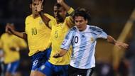 Felipe Melo Ungkap Strategi Tendang Messi di Laga Timnas