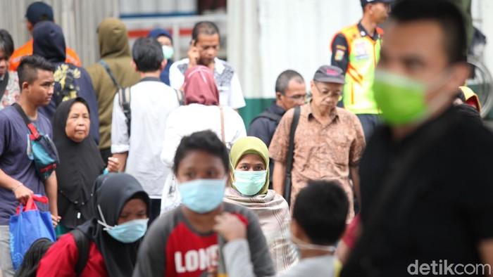 Wali Kota Bekasi Rahmat Effendi berencana melarang warga ke DKI Jakarta jika wabah virus Corona (COVID-19) di Ibu Kota terus meningkat.