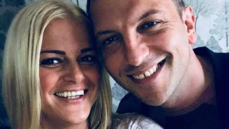 Gemma Heap dan pasangannya Phillip Mycock mesum di pesawat