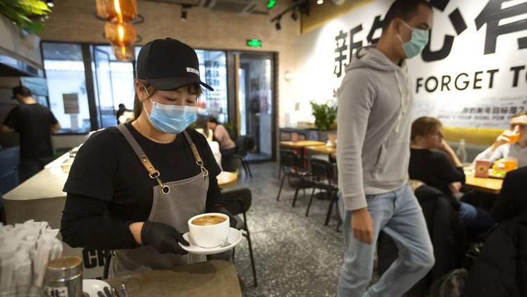 Cegah Virus Corona, Beijing Larang Warganya Makan Saling Berhadapan di Restoran
