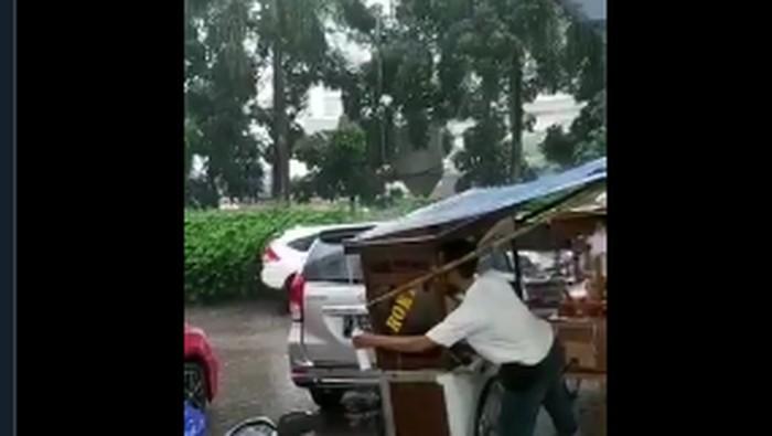 penjual makanan jorok (siomay dan gorengan)