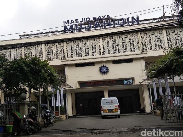 Masjid Mujahidin Bandung tetap gelar salat Jumat di tengah wabah Corona