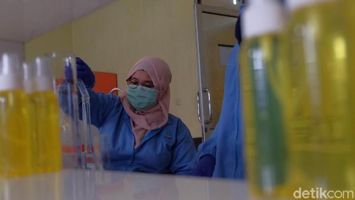 Mahasiswa Karawang Bikin Hand Sanitizer
