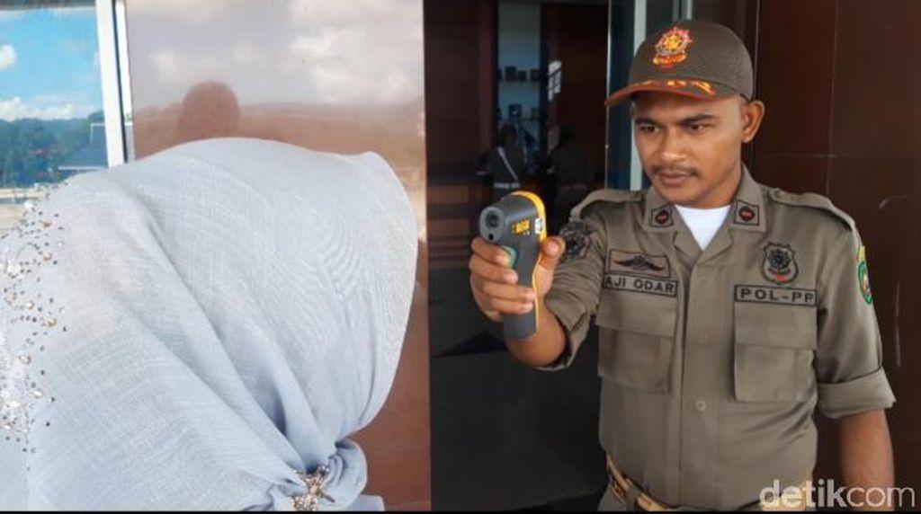Pengunjung Bersuhu 37° Celcius Dilarang Masuk Kantor Gubernur Maluku