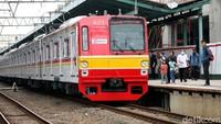 PSBB DKI Berlaku, KRL Batasi 1 Gerbong 60 Penumpang-Operasi hingga 18.00