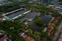 Foto udara memperlihatkan Wisata Alam Floating Market, Lembang, Kabupaten Bandung Barat, Kamis (19/3/2020).