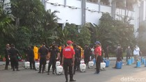 Pemkot Surabaya Galakkan Penyemprotan Disinfektan hingga Tingkat RW