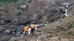 Banjir Bandang Isolir Warga Satu Dusun di Ponorogo