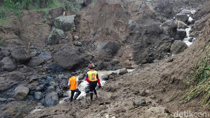 banjir bandang isolasi satu desa di ponorogo