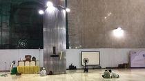 Jemaah Masih Bisa Salat di Masjid Istiqlal, Layanan Wisata-Iktikaf Ditutup