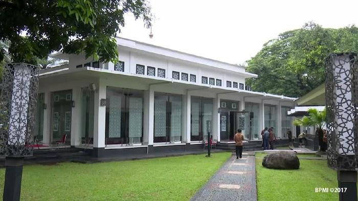 Masjid Baiturrahim di Kompleks Istana Kepresidenan Jakarta