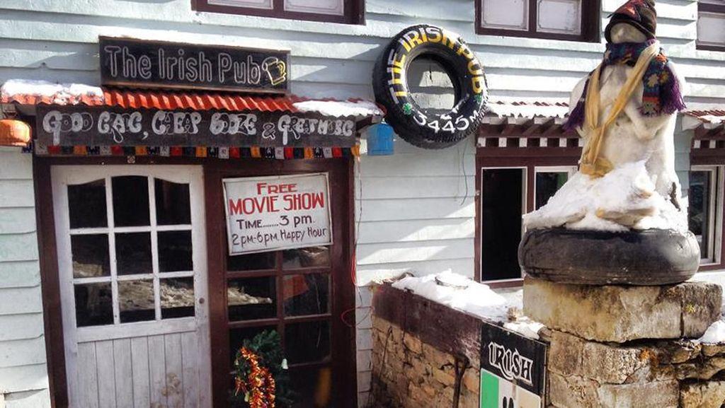 Berkunjung ke The Irish Pub, Bar Tertinggi di Kaki Gunung Everest
