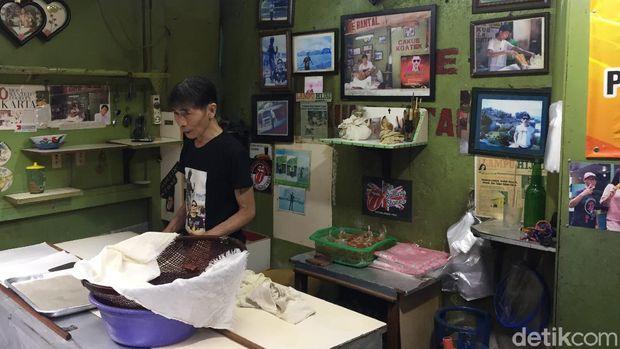 Kres! Empuknya Cakwe Legendaris di Gang Sempit Pasar Baru