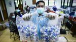 Melihat Produksi Hand Sanitizer Pencegah Corona di UI