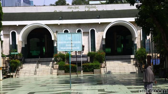 Selain itu segala bentuk aktifitas dakwah di Masjid Agung Sunda Kelapa juga ditunda sampai batas waktu yang belum ditentukan.