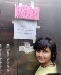 Anak-anak di India, Taruh Tusuk Gigi di Lift Untuk Cegah Virus Corona