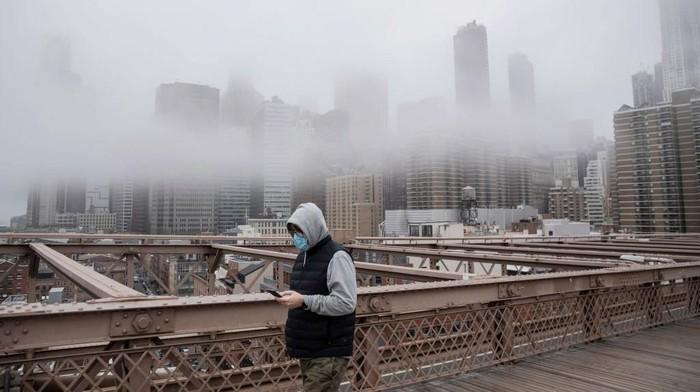 Mengikuti California, negara bagian New York di Amerika Serikat (AS) juga di-lockdown dalam upaya mengatasi pandemi virus Corona yang merajalela.