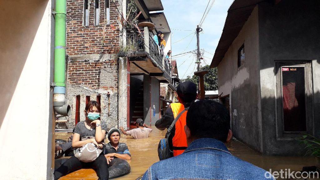 Banjir Kembali Rendam Dayeuhkolot Bandung, Warga Mengungsi