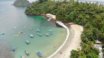 Tengok Indahnya Pantai Karanggongso Trenggalek