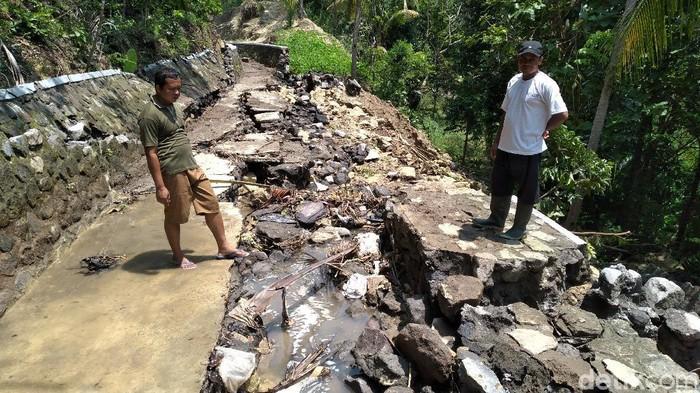 Saluran irigasi sepanjang 40 meter di Pedukuhan Gayam, Kalurahan Banyuroto, Kapanewon Nanggulan, Kulon Progo ambrol, Sabtu (21/3/2020).