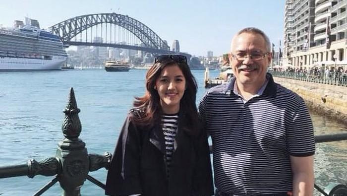 Ify Alyssa dan ayahanda, Tubagus Hanafi