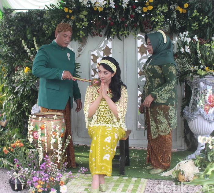 Warga Sidoarjo Tetap Melangsungkan Pernikahan di tengah corona