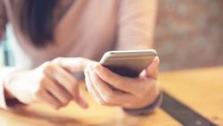 Inggris Berencana Lacak Pasien COVID-19 Pakai Data Ponsel