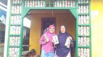 Inspiratif, Emak-emak Mawar Berduri Buat Ini dari Sampah Plastik