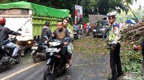 Sempat Tertimbun Bambu, Ruas Jalan Sukabumi-Bogor Kembali Lancar
