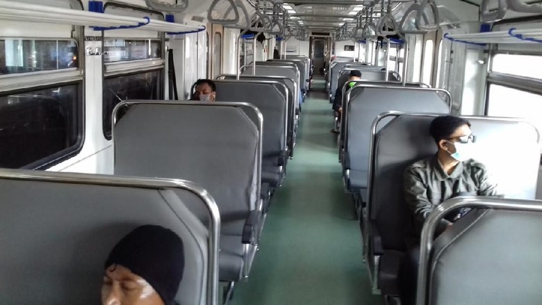 Suasana KA Prameks dan stasiun di wilayah PT KAI Daop 6 Yogyakarta, Sabtu (21/3/2020).