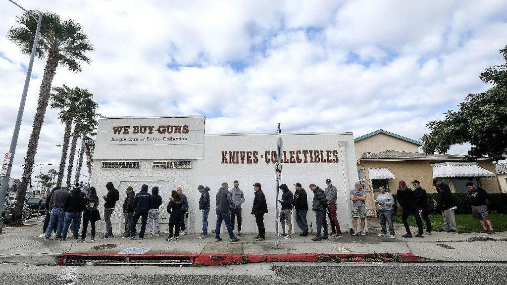 Hakim AS Perintahkan Toko Senjata Api Buka Kembali Saat Lockdown Corona