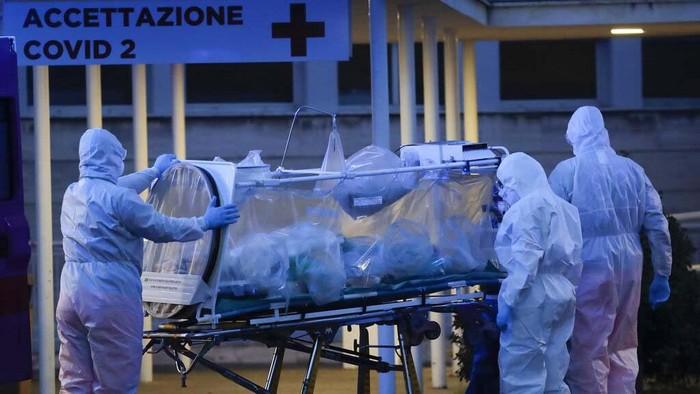 Italia kini jadi pusat wabah corona. Negeri Pizza itu kini tengah berduka karena korban meninggal akibat virus tersebut tertinggi di dunia.
