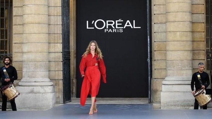 MADRID, SPAIN - JANUARY 31: Models walk for LOreal fashion show during the Mercedes Benz Fashion Week Autumn/Winter 2020-21 at Palacio de Cibeles on January 31, 2020 in Madrid, Spain. (Photo by Carlos Alvarez/Getty Images)