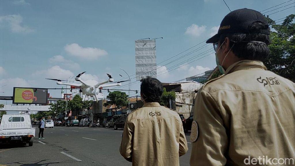 Video Drone Dikerahkan untuk Penyemprotan Disinfektan di Surabaya