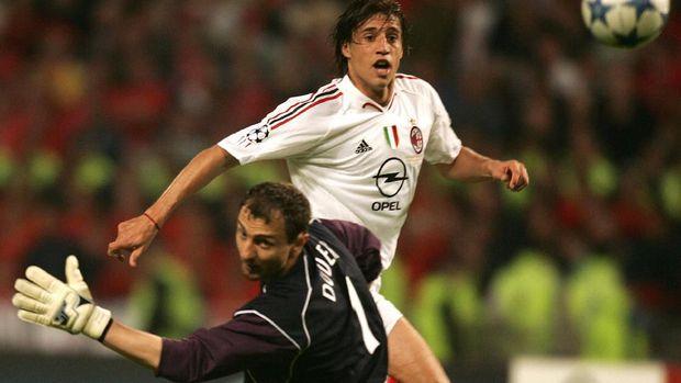 Jerzy Dudek kebobolan tiga gol di babak pertama.