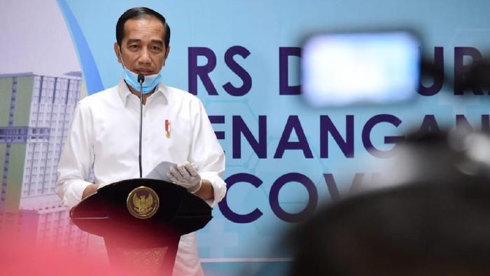 Presiden Jokowi di RS Darurat Penanganan COVID-19.