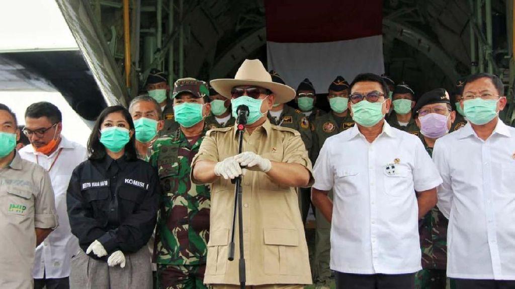 Prabowo Sambut Hercules Pembawa Alkes untuk Wabah Corona