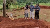 Cerita Lengkap Wanita yang Ibunya Corona, Meninggal & Dikubur Tanpa Pelayat