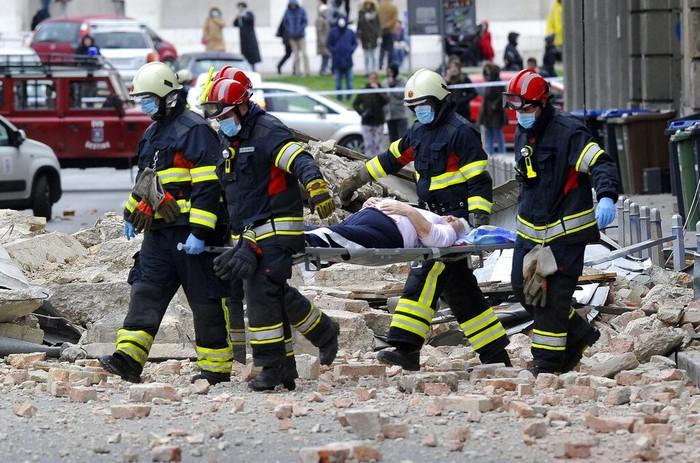 Gempa dengan magnitudo 5,3 guncang wilayah Kroasia. Proses evakuasi pun dilakukan di tengah kondisi negara yang sedang lockdown guna cegah penyebaran COVID-19.