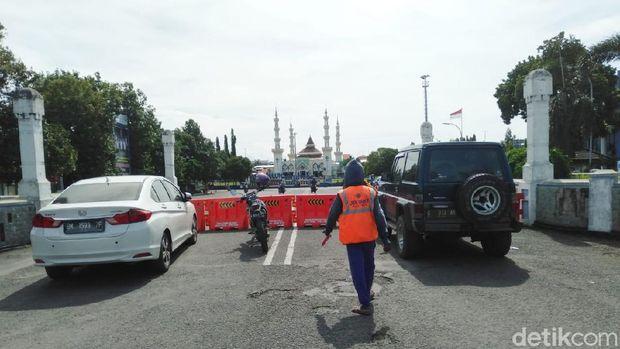 Kurangi Kerumunan Warga, Walkot Tegal Tutup Jalan Protokol dan Matikan PJU