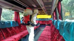 Cegah Penyebaran Corona, Bus-Perpustakaan UI Disemprot Disinfektan