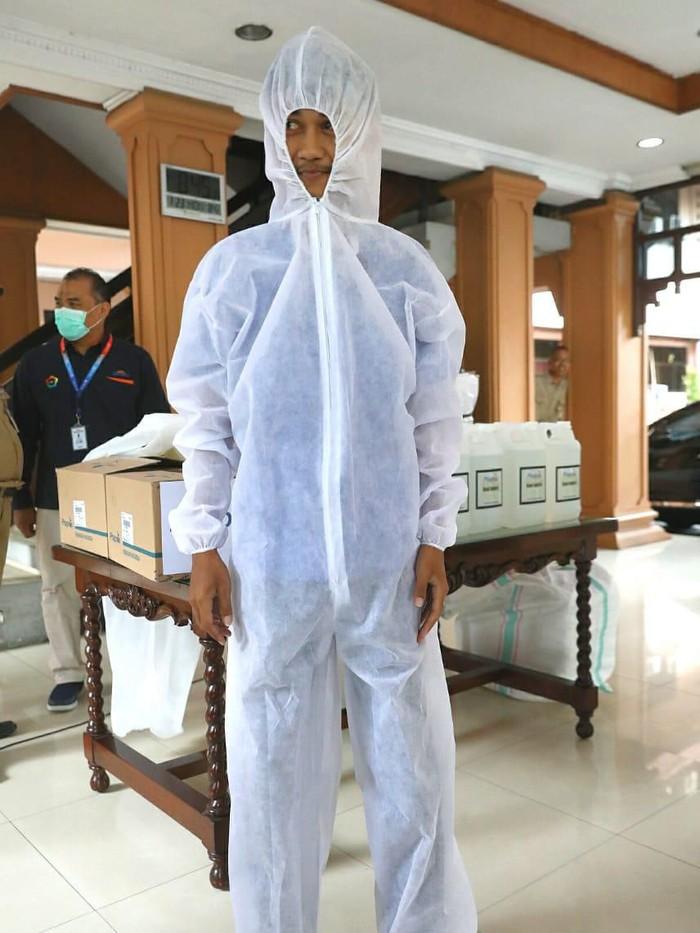 Baju Hazmat buatan RSUD Dr Moewardi Solo, Senin (23/3/2020).
