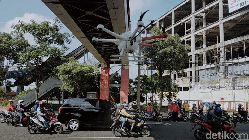 Surabaya Pakai Drone untuk Semprot Disinfektan di Jalanan