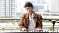 Tonton Aksi Ardhito Pramono Nyanyikan Lagu-lagunya di Sini