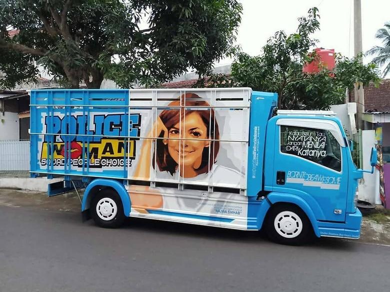 Gambar Najwa Shihab di truk