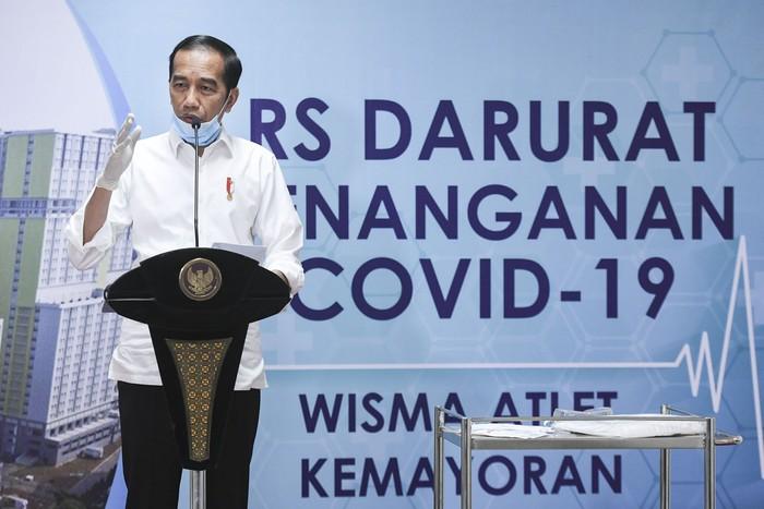 Presiden Jokowi mengunjungi Wisma Atlet yang sudah dipersiapkan sebagai rumah sakit (RS) darurat corona, Senin (23/3). Sore ini Wisma Atlet siap menerima pasien.